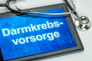 Tablet mit dem Text Darmkrebsvorsorge auf dem Display