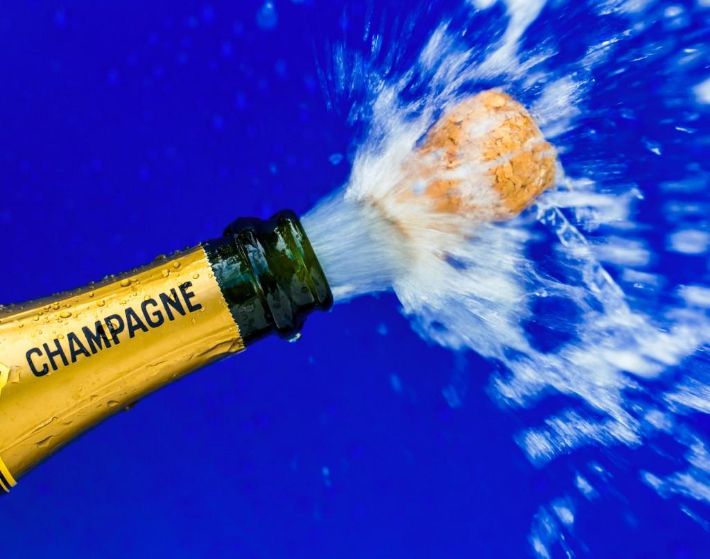 Champagnerflasche wird geöffnet